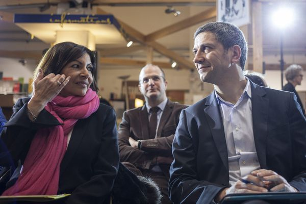 Paris, le 14 fevrier 2014. Rencontre entre les candidats a la mairie de Paris en 2014. Au bric-a-brac de Riquet d Emmaus