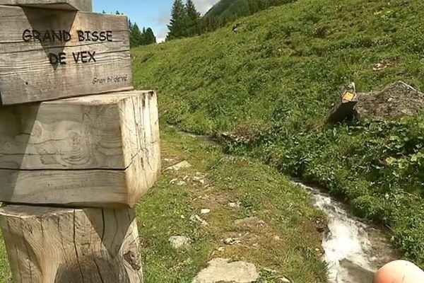 Le grand bisse de Vex dans le Valais Suisse