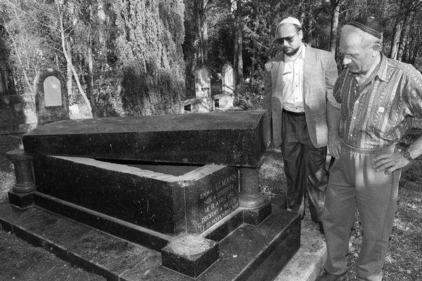 8 mai 1990, il y a 30 ans, le cimetière juif de Carpentras était profané, la France scandalisée.
