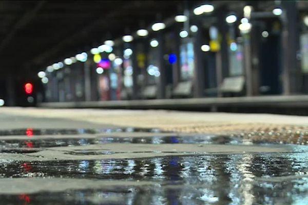 Le trafic est interrompu sur la ligne C du RER entre Javel et Paris-Austerlitz et entre avenue Henri-Martin et Paris-Austerlitz.