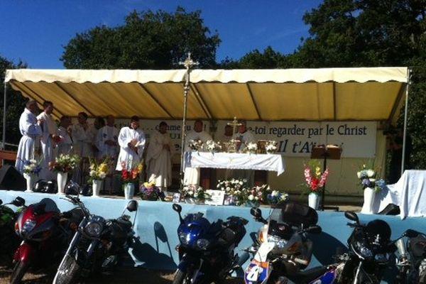 Une cérémonie religieuse qui fait du bruit !