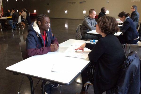 Les candidats ont 10 minutes d'entretien pour exposer leur motivation auprès de société d'intérim