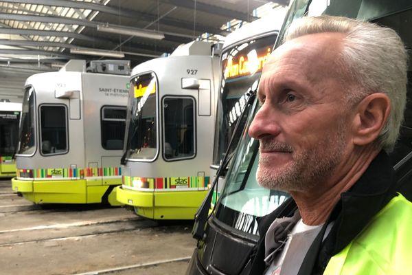 Daniel Ferreboeuf dans le dépôt des tramways de la STAS