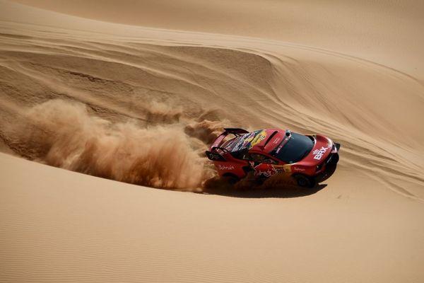 La voiture de Sébastien Loeb et Daniel Elena lors de la 43e édition du rallye-raid Dakar, en Arabie saoudite, en janvier 2021.