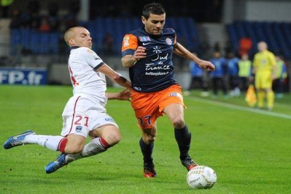 Cyril Jeunechamp (à droite) - joueur défenseur du MHSC aux prise avec Chalme de Bordeaux - octobre 2012.
