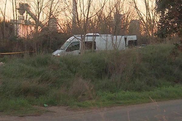 Bellegarde (Gard) - un cadavre carbonisé découvert dans une camionnette. De nombreux techniciens en identification criminelle étaient sur place - 14 janvier 2021.