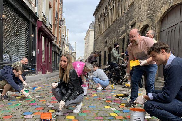 La rue de Tambour à Reims repeinte par les commerçants