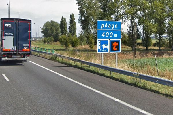 Depuis 11h ce mardi matin, les douaniers font la grève du zèle au péage de Chamand sur l'A1 dans l'Oise.