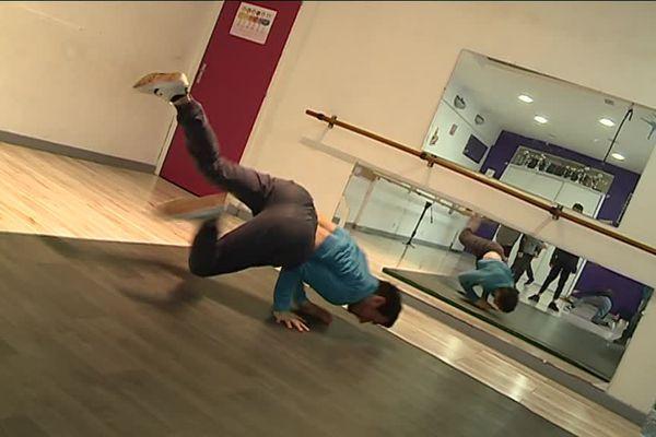 Maurin Bretagne est coach et professeur de break dance à Cannes.