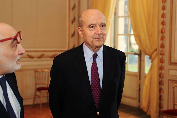 Le 1er février 2019, Alain Juppé attend la visite du Premier Ministre Edouard Philippe. A ses côtés, son fidèle directeur de cabinet Ludovic Martinez.