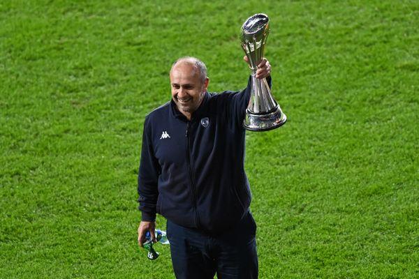 Vainqueur de la Challenge Cup en mai 2021, Philippe Saint-André (photo) est reconduit dans ses fonctions d'entraîneur du MHR.