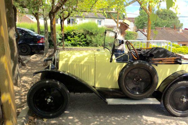 Plus elles sont âgées, plus ils les aiment. Les propriétaires de voitures anciennes sont de sortie avec les beaux jours. Le week-end de Pentecôte, c'est sur les routes de l'Allier qu'ils ont remonté le temps.