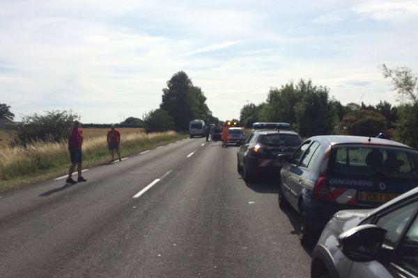 L'accident s'est produit sur la RD 8043, à la sortie du village de Mon Idée, mercredi 10 juillet