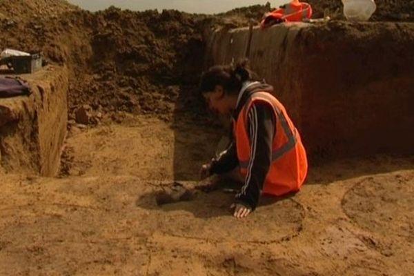 Les archéologues de l'INRAP sur le chantier fouilles archéologiques de Saint-Quentin Lamotte