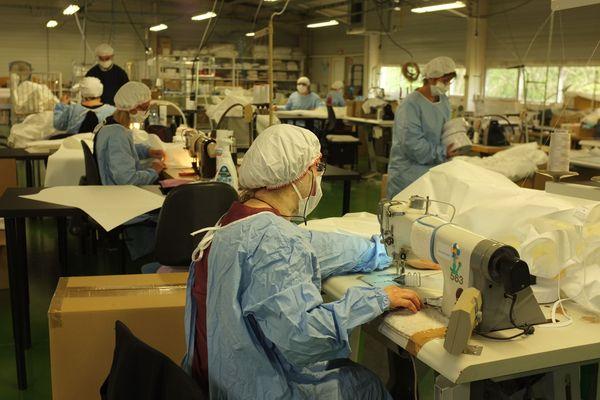 Le groupe RKF à Luxeuil-les-Bains, fabricant de linge de maison, a été l'un des premiers à adapter ses lignes de production, à partir du 18 mars 2020.