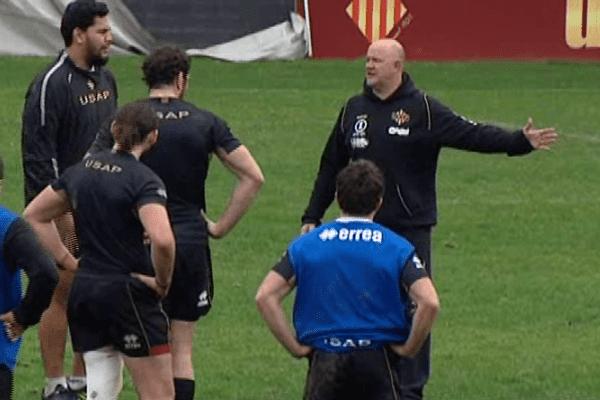 L'entraîneur de l'USAP, Marc Delpoux, essaie de redonner confiance à ses joueurs.