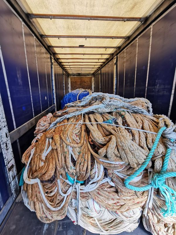 Le 20 mai, à Libourne sur la Nationale 10, 102 kg d'herbes sont saisis dans le chargement de deux frères espagnols se rendant en Hollande.