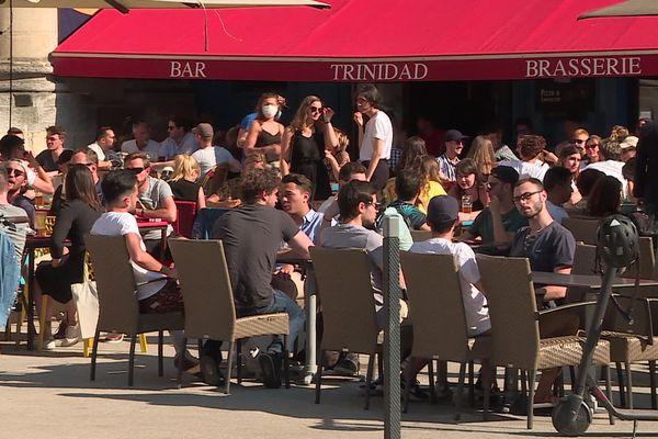 A Dijon, les restaurateurs sont exonérés de taxe pour l'extension de leur terrasse jusqu'au 30 septembre 2021.