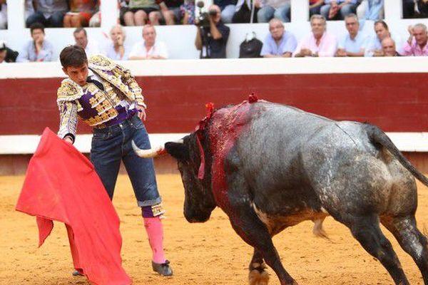 """Jean's sur taleguilla où quand, comme ici à Dax, Alberto Aguilar, enfilait une tenue civile sur une culotte de torero. A noter l'impécable revers du knicker en toile. """"Soigner le moindre détail"""" disait César Rincon."""