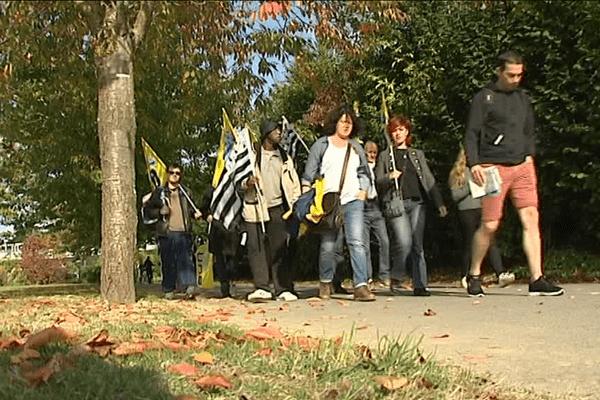 Une trentaine de personnes a participé à la marche pour le maintien de la ligne SNCF Rennes-Châteaubriant