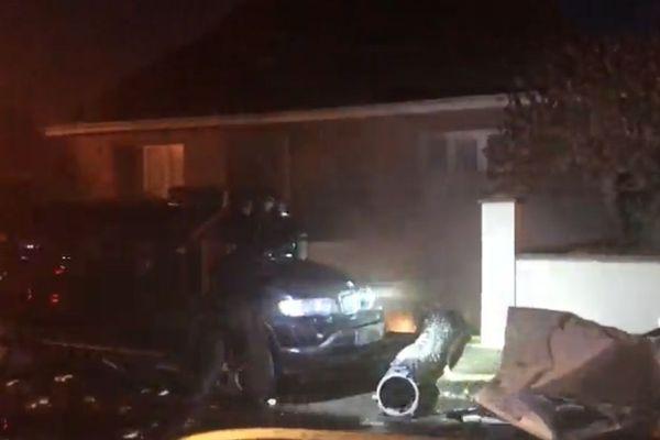 Devant la maison où a eu lieu l'explosion à Grand-Fort-Philippe