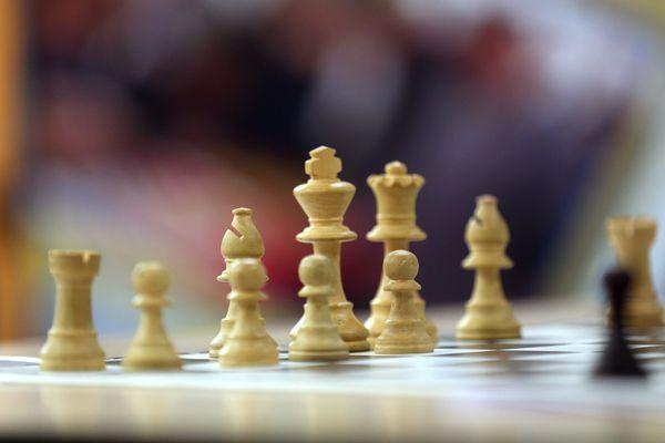 La ville de Lyon disposera, à la rentrée prochaine, d'une section Sport Etudes spécialement dédiée aux échecs. Une seule école d'échecs existe à ce jour dans le monde, aux Etats-Unis.