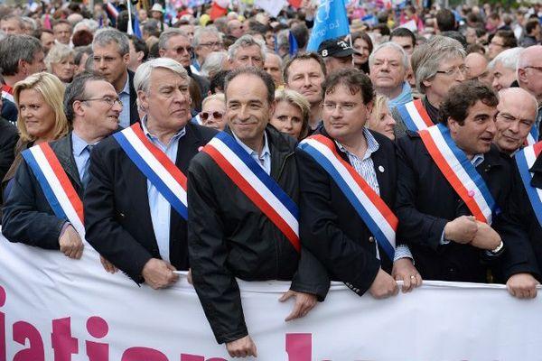 Marc Le Fur (2ème à droite sur la photo) était en tête de cortège à Paris