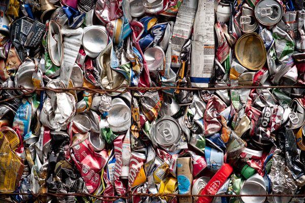 Centre de tri des déchets recyclables afin de les expédier selon la matière vers une unité de valorisation ou de recyclage.