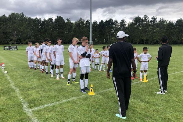 Vingt-huit jeunes bourguignons ont suivi un stage de football d'une semaine avec la Fondation Real Madrid.