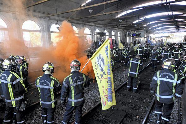 Manifestation des pompiers du Gard, à Nîmes en octobre 2017.