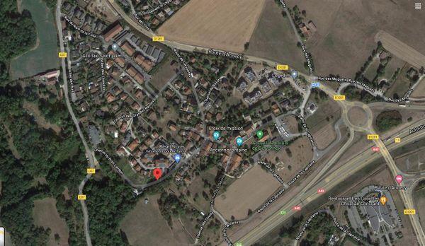 L'incendie s'est déclaré chemin du Pont Lambin, à Saint-Julien-en-Genevois, en Haute-Savoie.