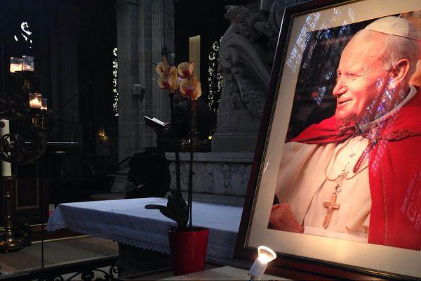 Le souvenir de la visite de Jean-Paul II est toujours aussi présent dans la basilique de Sainte-Anne-d'Auray