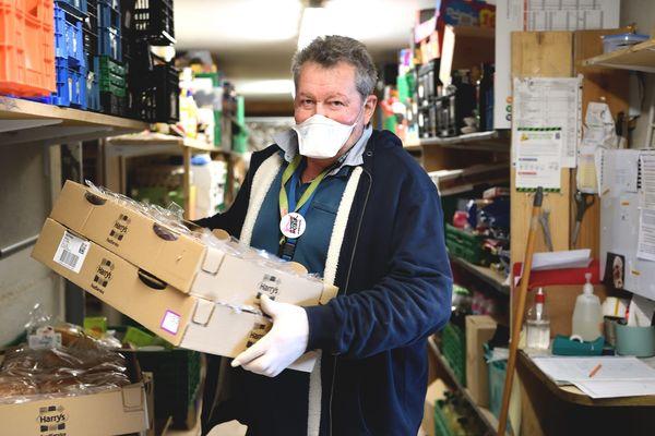 Les volontaires de la réserve communale peuvent renforcer les équipes de bénévoles d'autres associations caritatives, comme les Restos du Cœur.