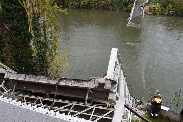 Le pont suspendu de Mirepoix-sur-Tarn était limité aux 19 tonnes.