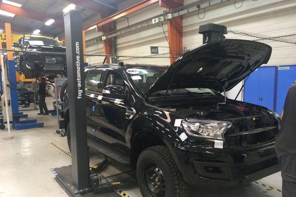La production commence avec un véhicule civil qui va subir des transformations pour devenir véhicule militaire VT4