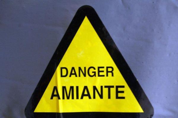 L'amiante - dont l'usage est interdit depuis 1997 - pourrait provoquer jusqu'à 100 000 décès d'ici à 2025, d'après les autorités sanitaires (illustration).