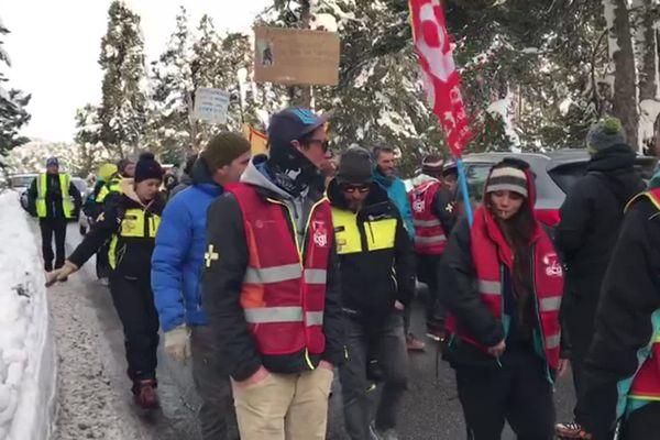 Une quarantaine de salariés d'Altiservice, la société de gestion de la station de Font Romeu - Pyrénées 2000 ont manifesté pour demander une amélioration de leurs conditions de travail. 27/01/2020