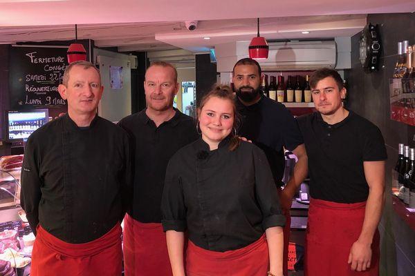Natacha et l'équipe de la boucherie-charcuterie où elle fait son apprentissage.