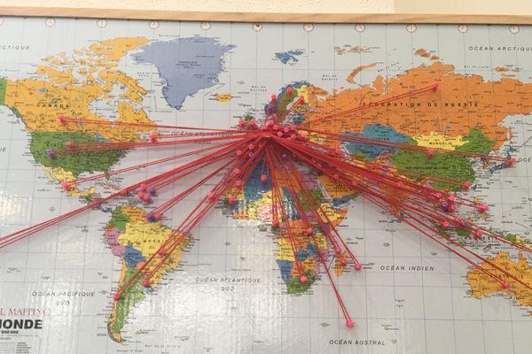 Des enfants abonnés à travers quatre-vingt pays dans le monde