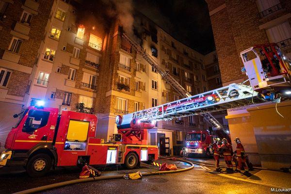 Le feu a ravagé quatre appartements dans cet immeuble de la ville d'Issy-les-Moulineaux.