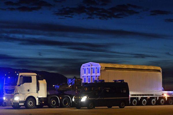 Des gendarmes mobiles et des CRS ont été déployés dans tout le Cotentin, cette nuit, pour sécuriser le convoi nucléaire