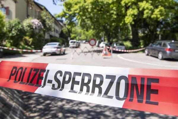 Le principal suspect aurait tué deux hommes et blessé trois autres personnes. Image d'illustration.