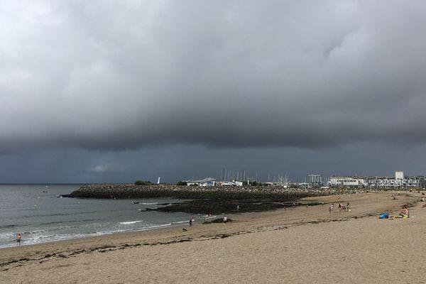 Ciel nuageux et risque d'orages en fin d'après midi