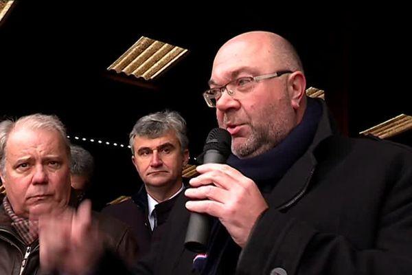 Le Ministre de l'Agriculture Stéphane Travert (à d.) à la rencontre des éleveurs de Saône-et-Loire