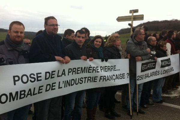 Une petite centaine de salariés, de la société Eclatec ont fait le déplacement jusqu'à la gare Meuse TGV, lundi 21 mars 2016.