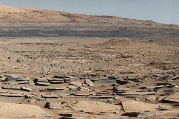 Une vue de la planète Mars par le robot Curiosity.