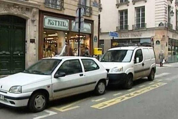 Il y a de moins en moins de places pour se garer à Paris poussant certains automobilistes à l'infraction.