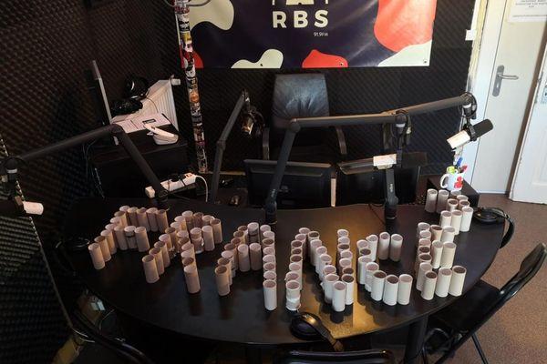 Talri, l'animateur de la matinale de Radio Bienvenue Strasbourg, s'est amusé à collectionner tous les rouleaux de papier toilette que lui seul utilisait pendant un an.