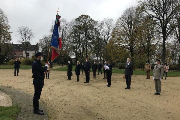 Une dizaine de personnes seulement ont pu assister ce 11 novembre 2020 à la commémoration de l'Armistice de 1918, à Vannes.