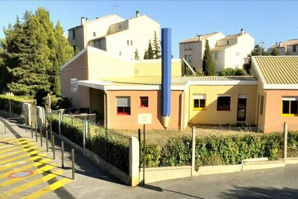 Narbonne (Aude) - école maternelle Charles-Perrault - archives